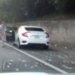 Водителей на трассе Атланты засыпало деньгами, которые потеряли инкассаторы (видео)