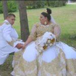 Невеста на румынской свадьбе решила поразить всех платьем за $200 тысяч. И у нее получилось (видео)