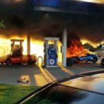 На автозаправке в США загорелся синий Lamborghini за $400 тысяч. И его хозяину очень повезло (видео)