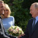 Владимир Путин оконфузился с женой президента Франции