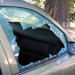 12-летний мальчик спас ребенка, запертого в машине на жаре