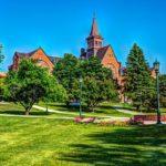 Американские университеты, выпускники которых чаще всего становятся миллионерами