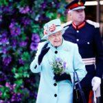 Родственники английской королевы обеспокоены ее здоровьем