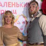 Эпатажный сын актрисы Елены Яковлевой покрыл 80% тела татуировками и теперь жалеет об этом