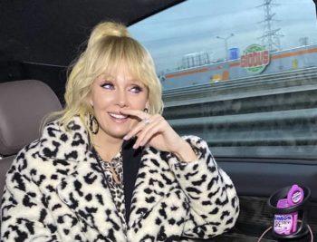 Певицу Валерию раскритиковали за безвкусный наряд и она повздорила с поклонниками (фото)