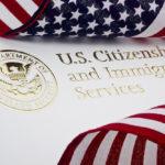 USCIS через суд пытается преградить дорогу в США малоимущим иммигрантам