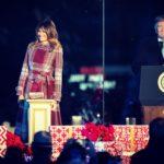 Мелания Трамп зажгла огни на рождественской елке у Белого дома и покорила своим нарядом