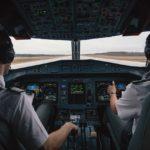 Пилоты рассказали, чем занимаются в своей кабине во время полета