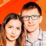 На дне рождения российской блогерши в бассейн кинули сухой лед. Все закончилось трагедией