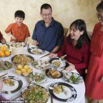 В Китае девушка, чтобы проверить жадный ли ее жених, привела на свидание 23 родственника