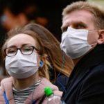 Немецкий врач рассказал, почему опасно носить одноразовую маску несколько дней