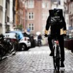 Обходили карантин. В Нидерландах скандал из-за продажи формы почтальонов и курьеров